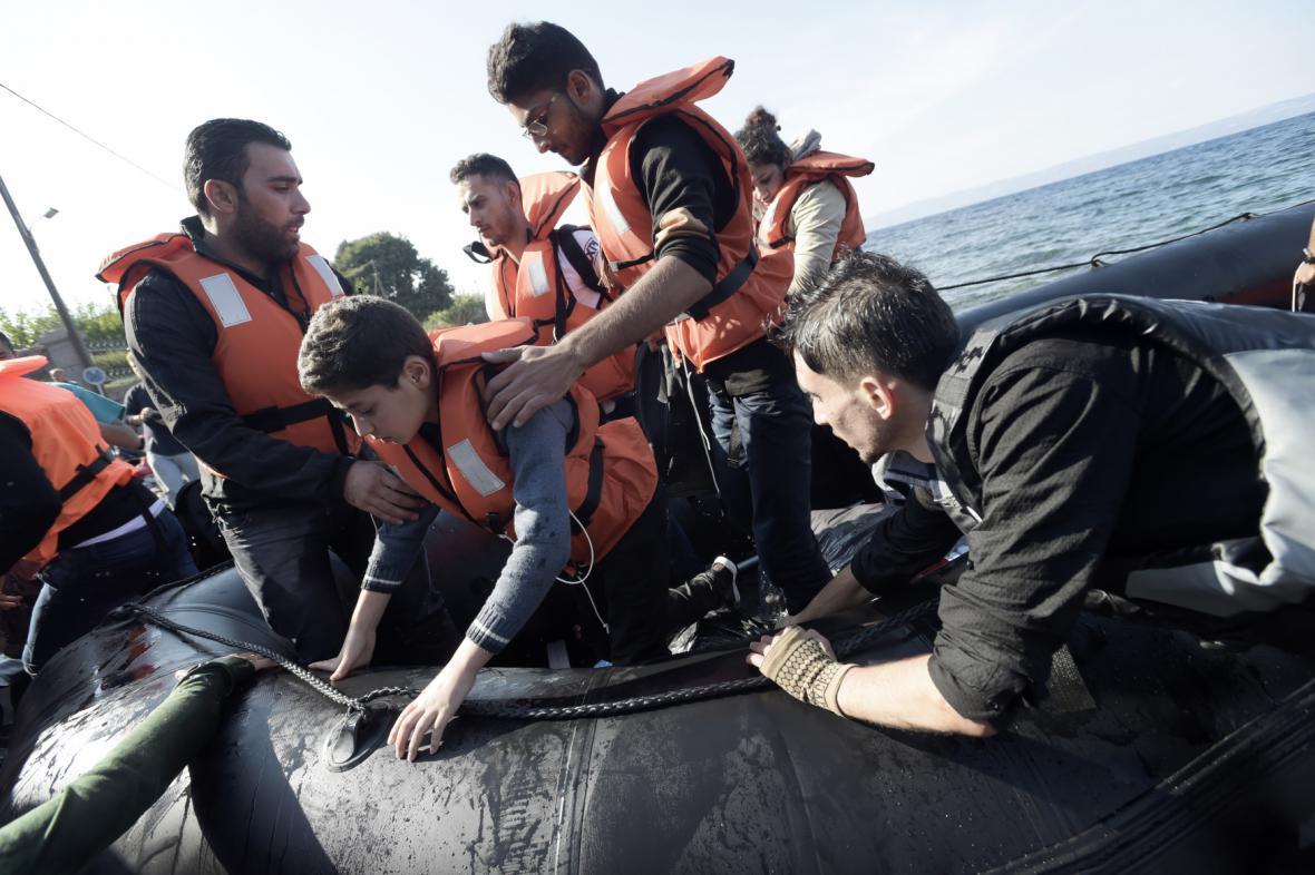 Uprchlíci připlouvají na Lesbos