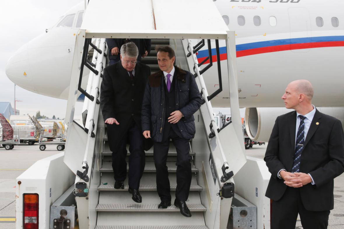 Ruská delegace po příletu do Ženevy