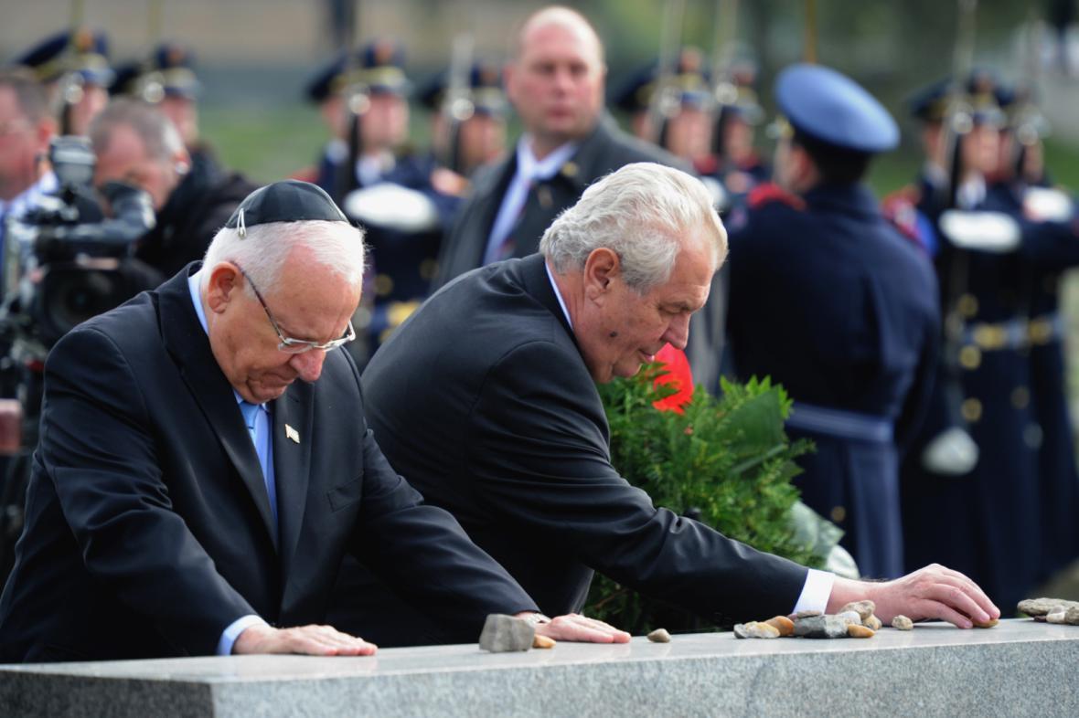 Reuven Rivlin a Miloš Zeman uctili památku obětí