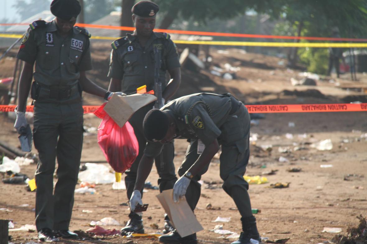 Nigerijská policie na místě incidentu