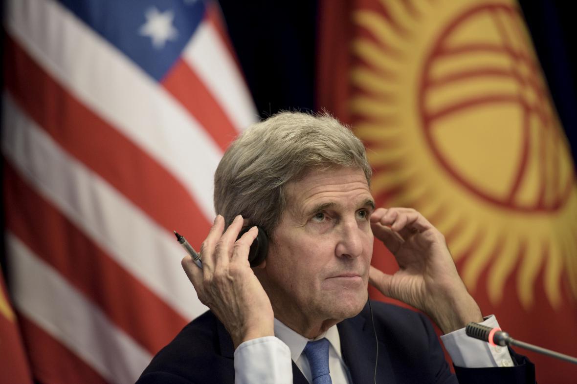 John Kerry v Biškeku