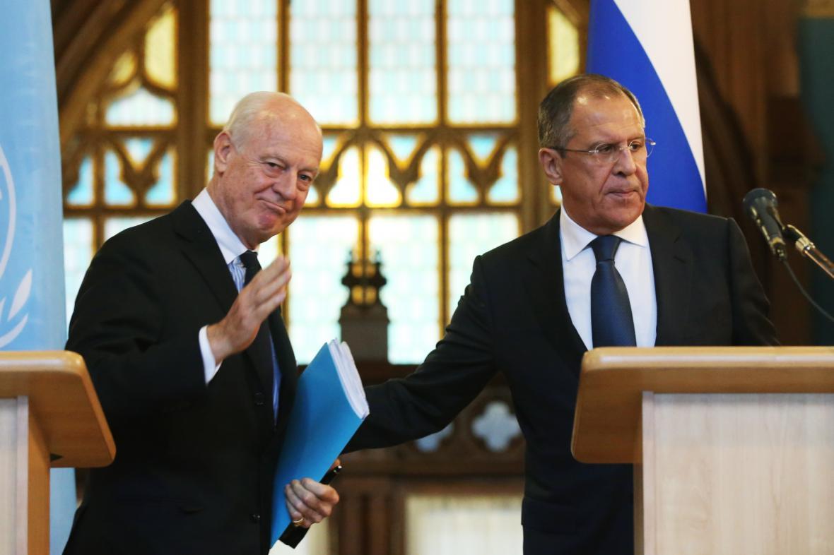 Sergej Lavrov a zvláštní zmocněnec OSN Staffan de Mistura