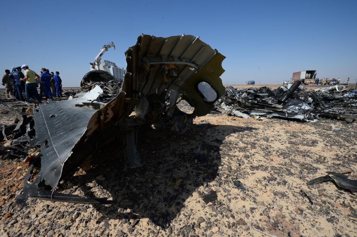 Trosky ruského stroje zříceného na Sinaji