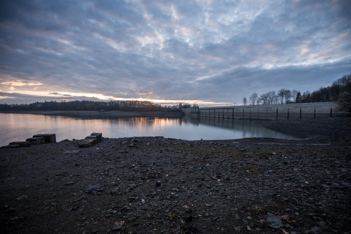Hladina vody v přehradě Žermanice poklesla o 6 metrů