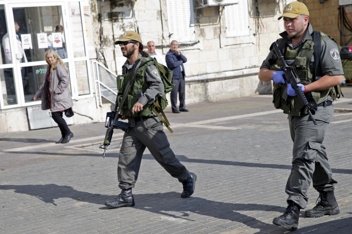 Izraelští vojáci dohlíží na pořádek v centru Jeruzaléma