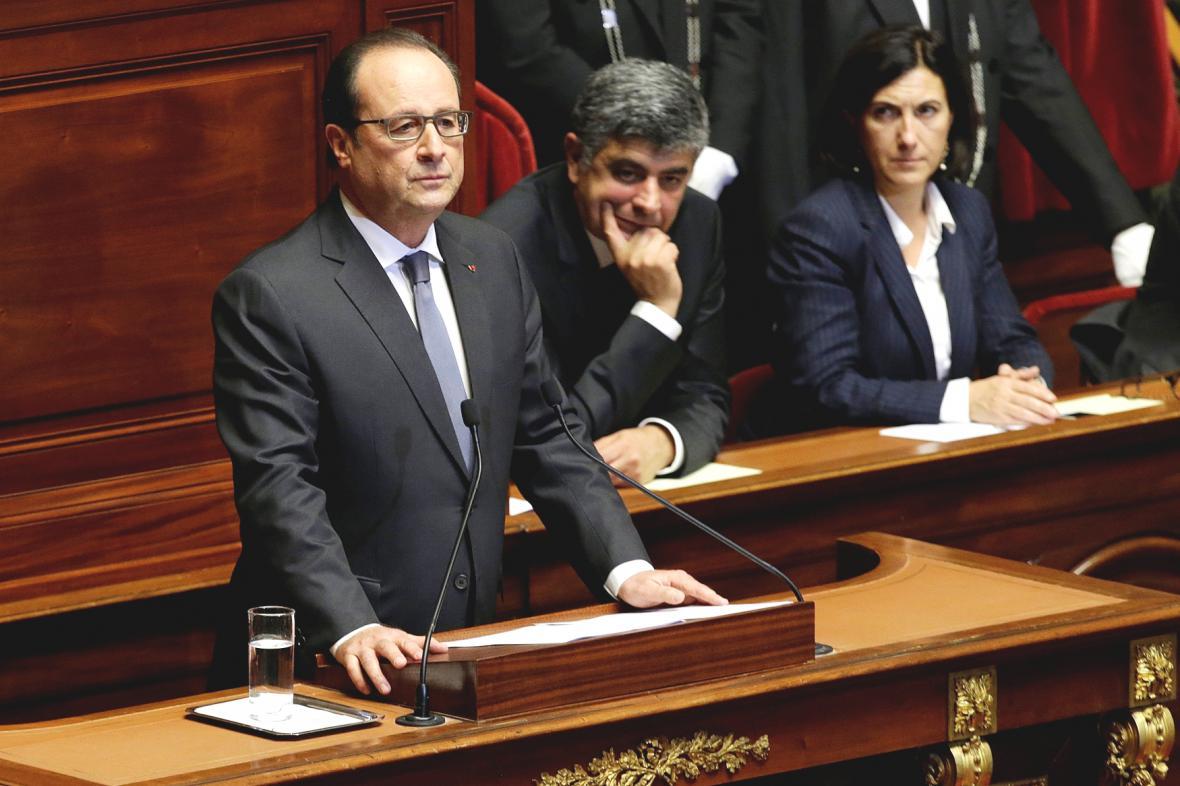 Francois Hollande před francouzským parlamentem