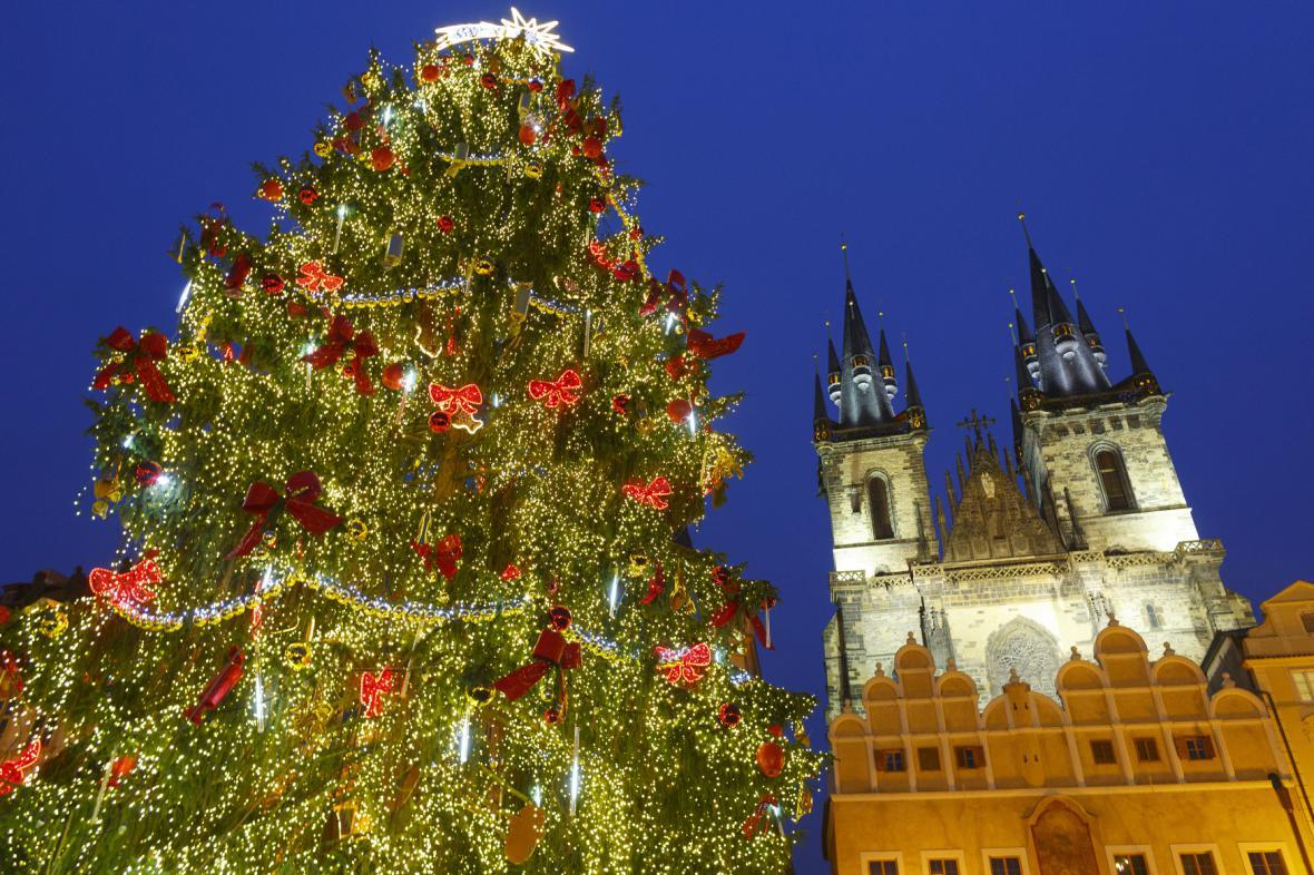 Vánoční strom na archivním snímku z prosince 2014