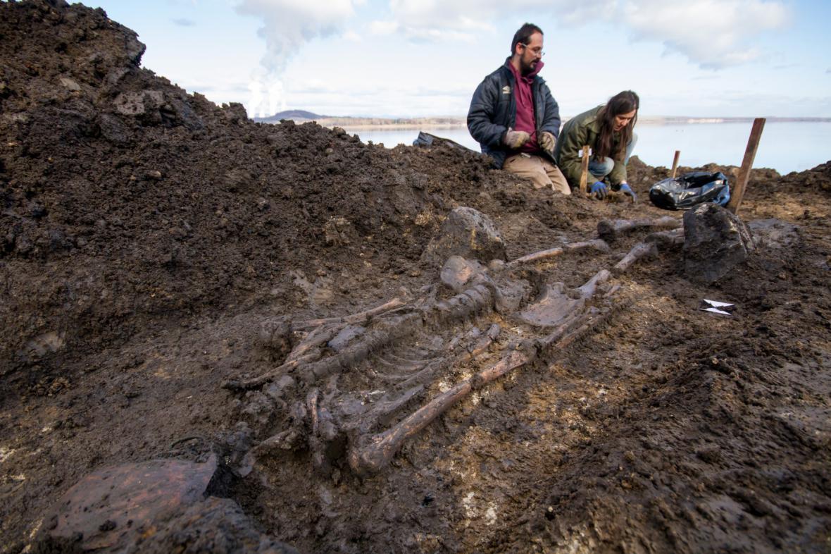 Archeologické práce na břehu nechranické přehrady