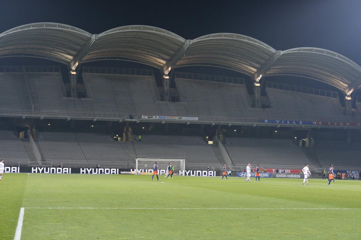 Diváci se na francouzské fotbalové stadiony zatím nevrátí