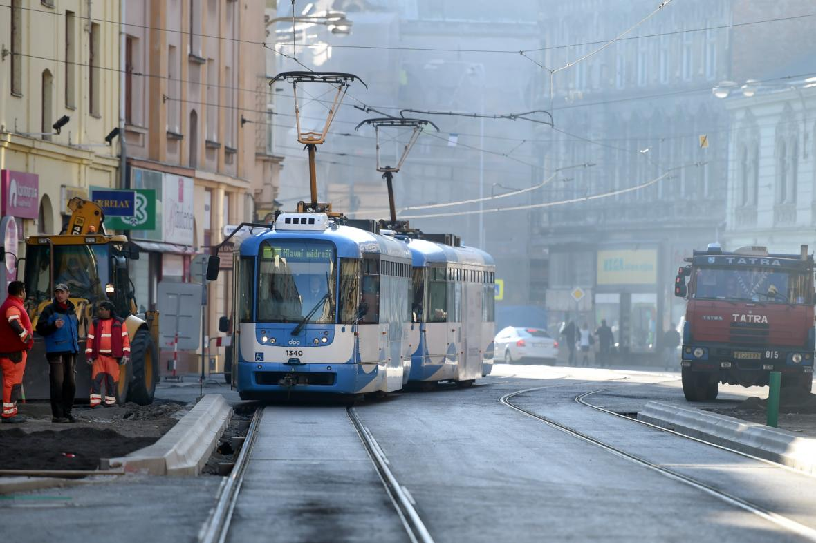 Nádražní ulice v Ostravě před dokončením rekonstrukce