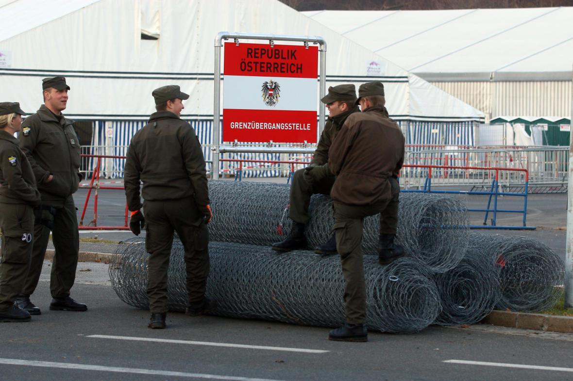 Začala stavba plotu na rakousko-slovinské hranici