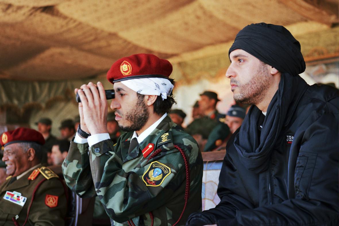 Hannibal Kaddáfí (vpravo) na snímku se svým bratem Saadím