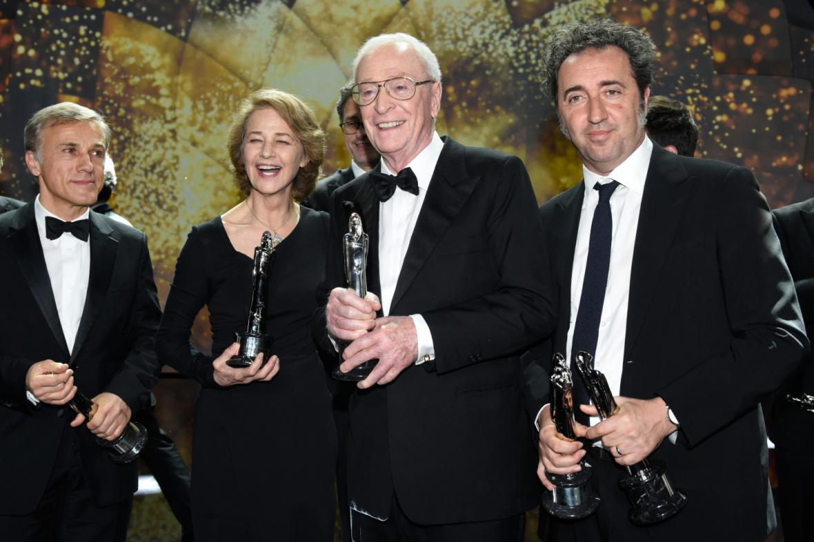 Zleva Christoph Waltz, Charlotta Ramplingová, Michael Caine a Paolo Sorrentino
