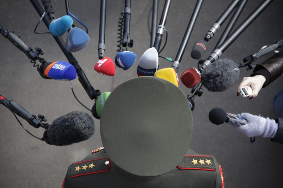 Valerij Gerasimov během rozhovoru s médii