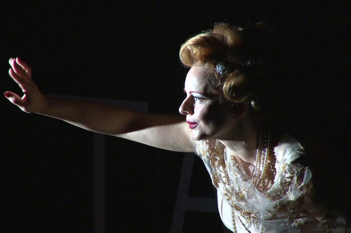Inscenace Běsi v Národním divadle Brno