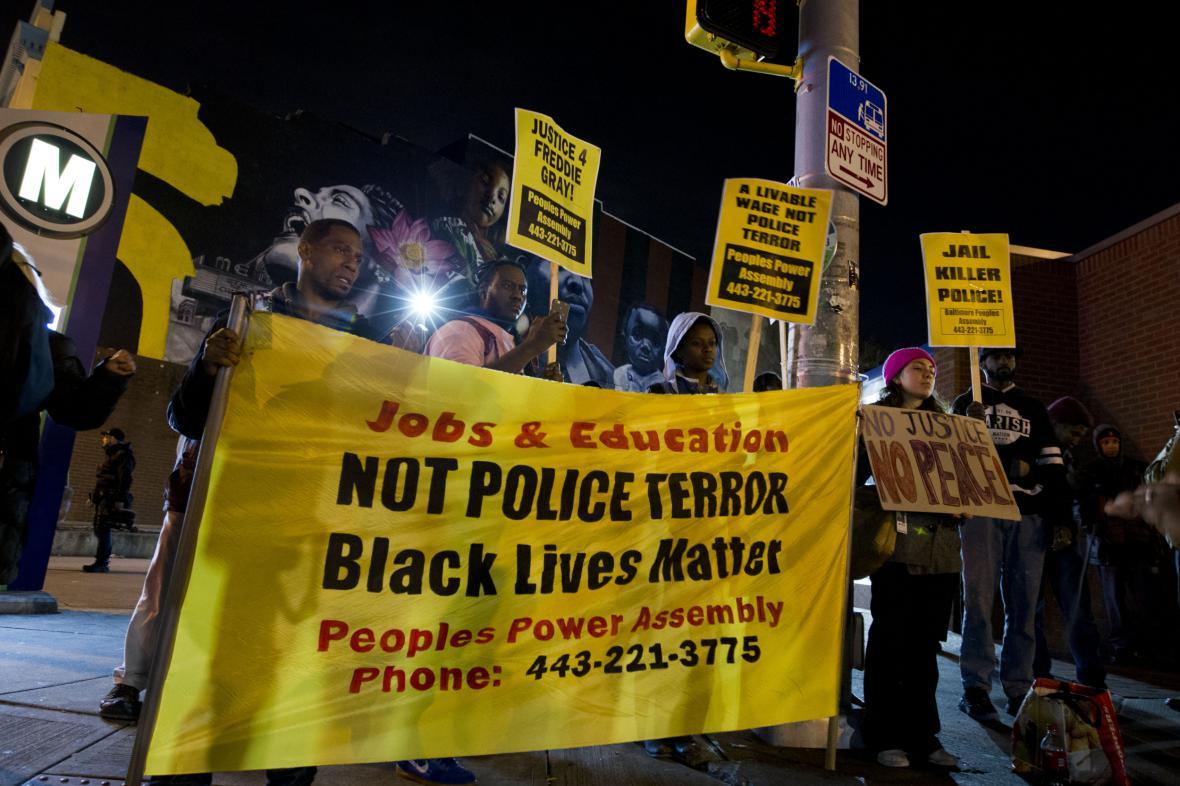 Protesty před soudní budovou