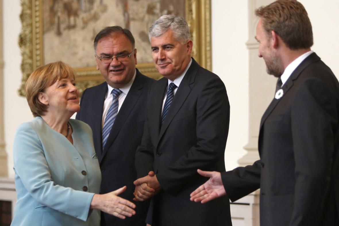 Bosenský premiér Dragan Čović (druhý zprava)