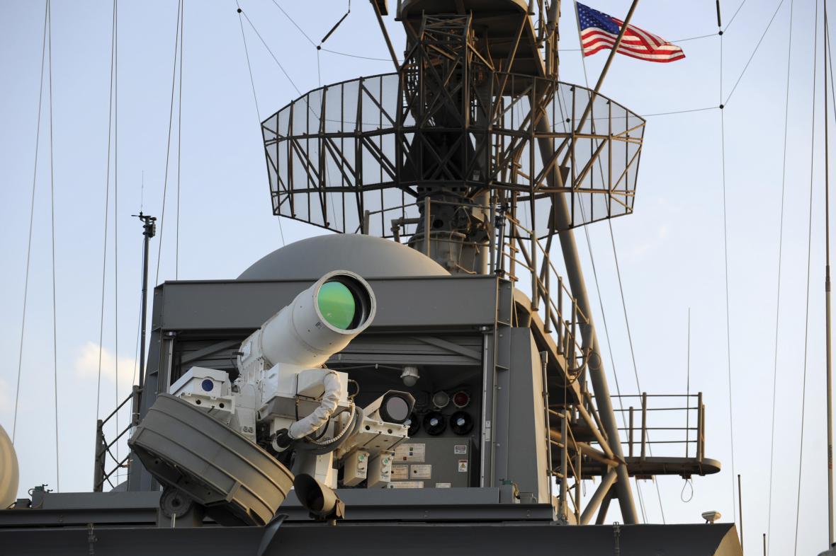 Námořní laser LaWS na výsadkové lodi USS Ponce