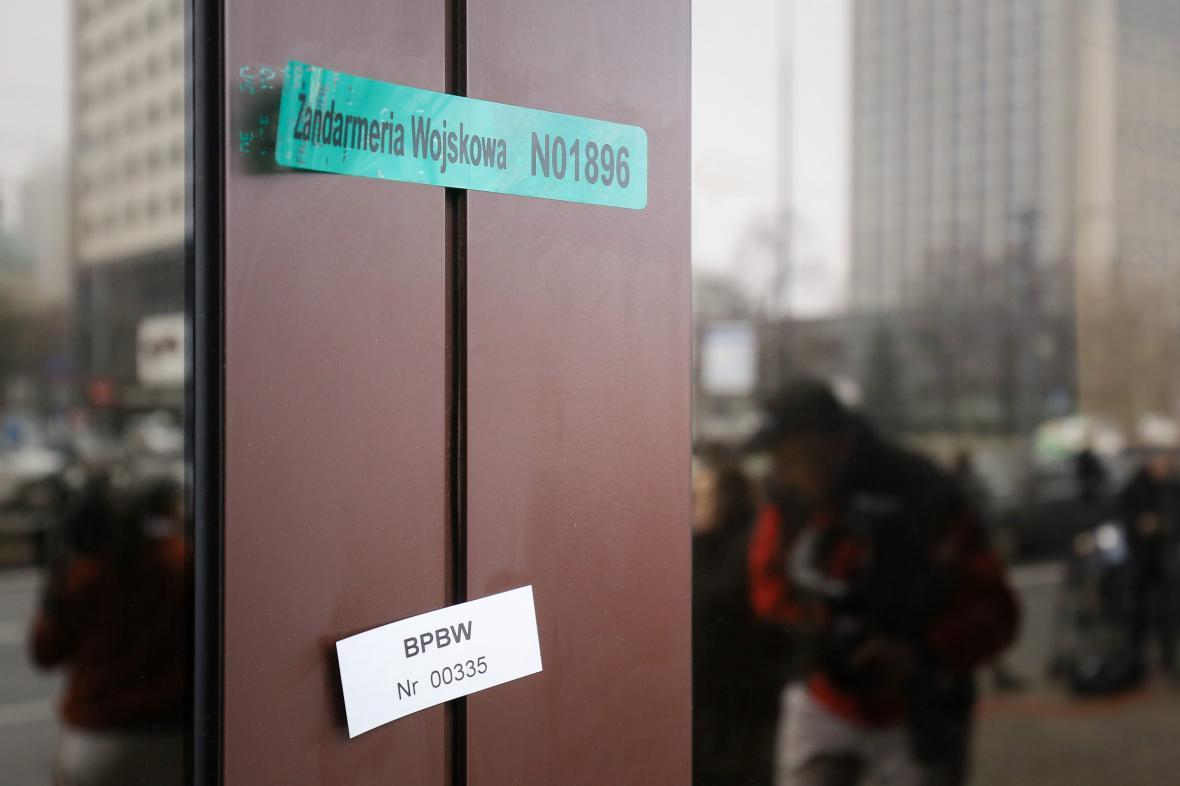 Sídlo centra NATO ve Varšavě je zapečetěno