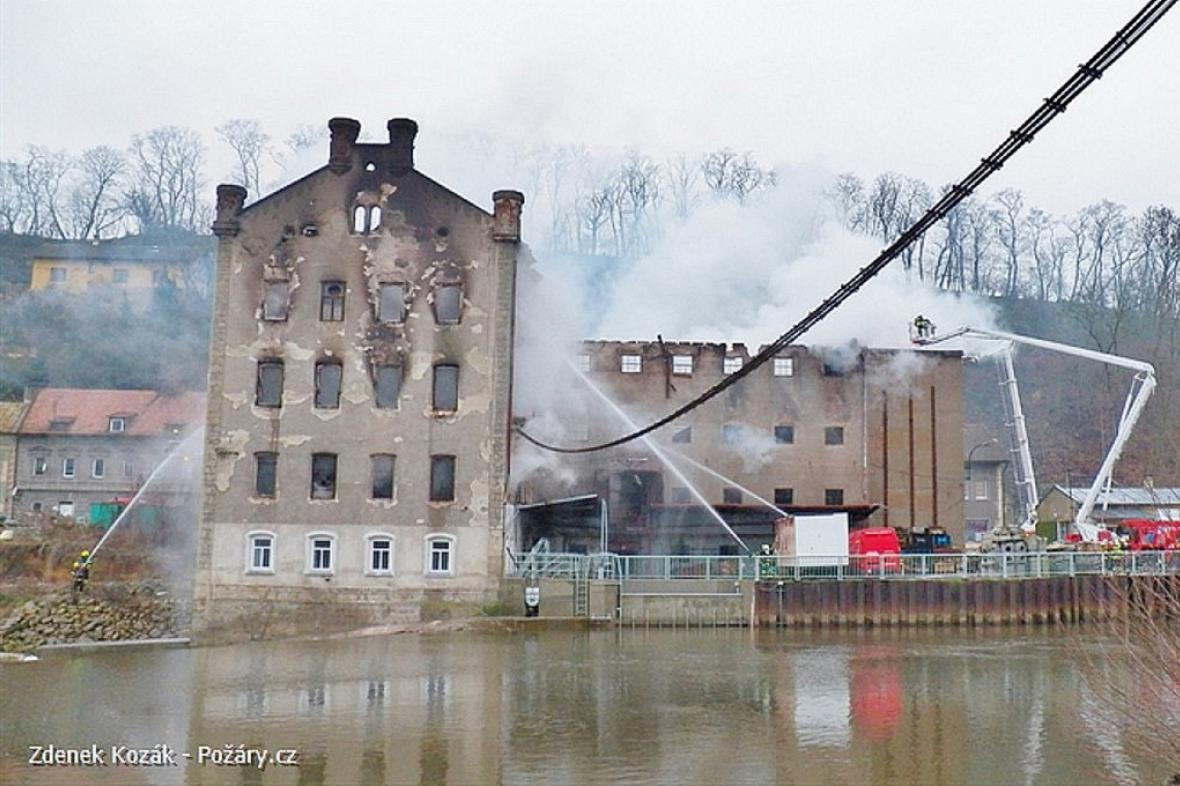 Požár bývalého mlýna v Krnsku