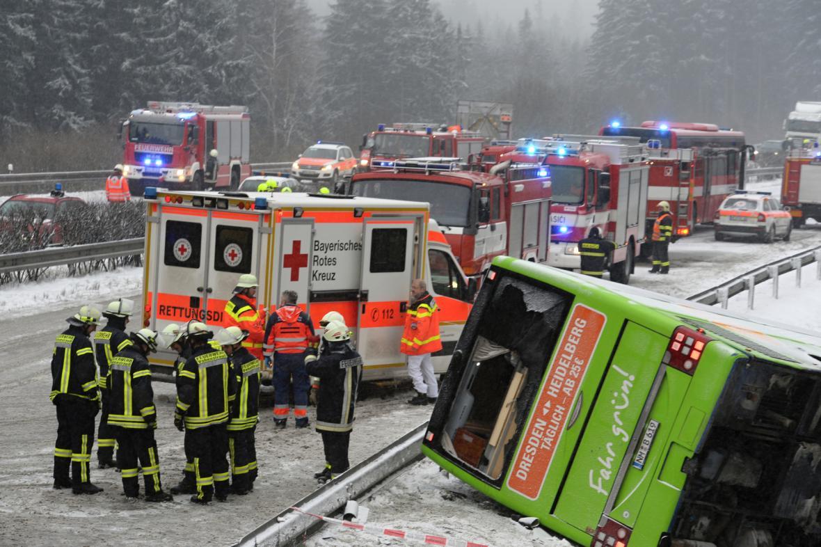 Havarovaný autobus na D5