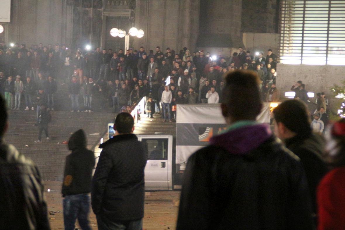 Policie dál pátrá po pachatelích z Kolína nad Rýnem
