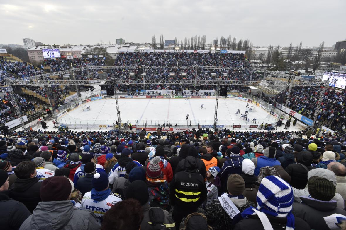 Hokejové hry pod širým nebem za Lužánkami