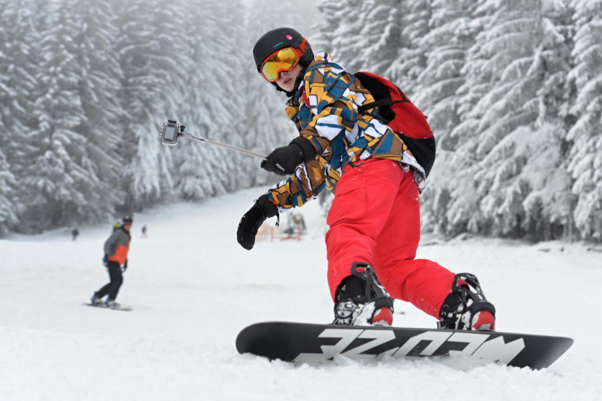 Snowboardista na šumavském Špičáku