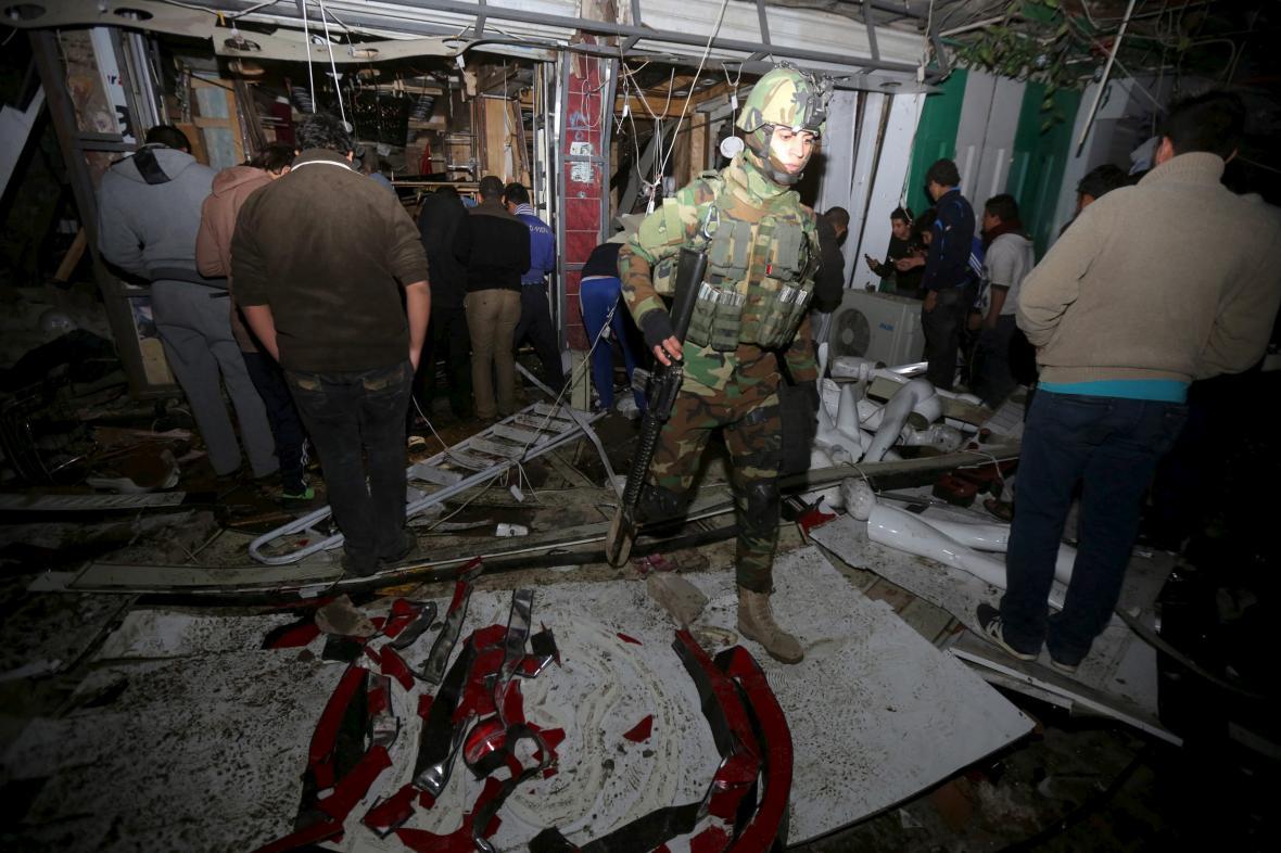 Následky výbuchu v Bagdádu