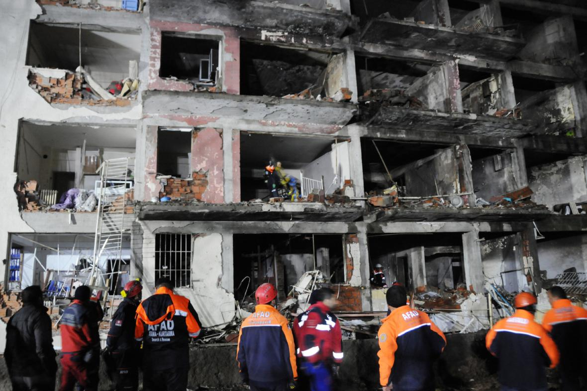 Následky výbuchu v turecké provincii Dyarbaki