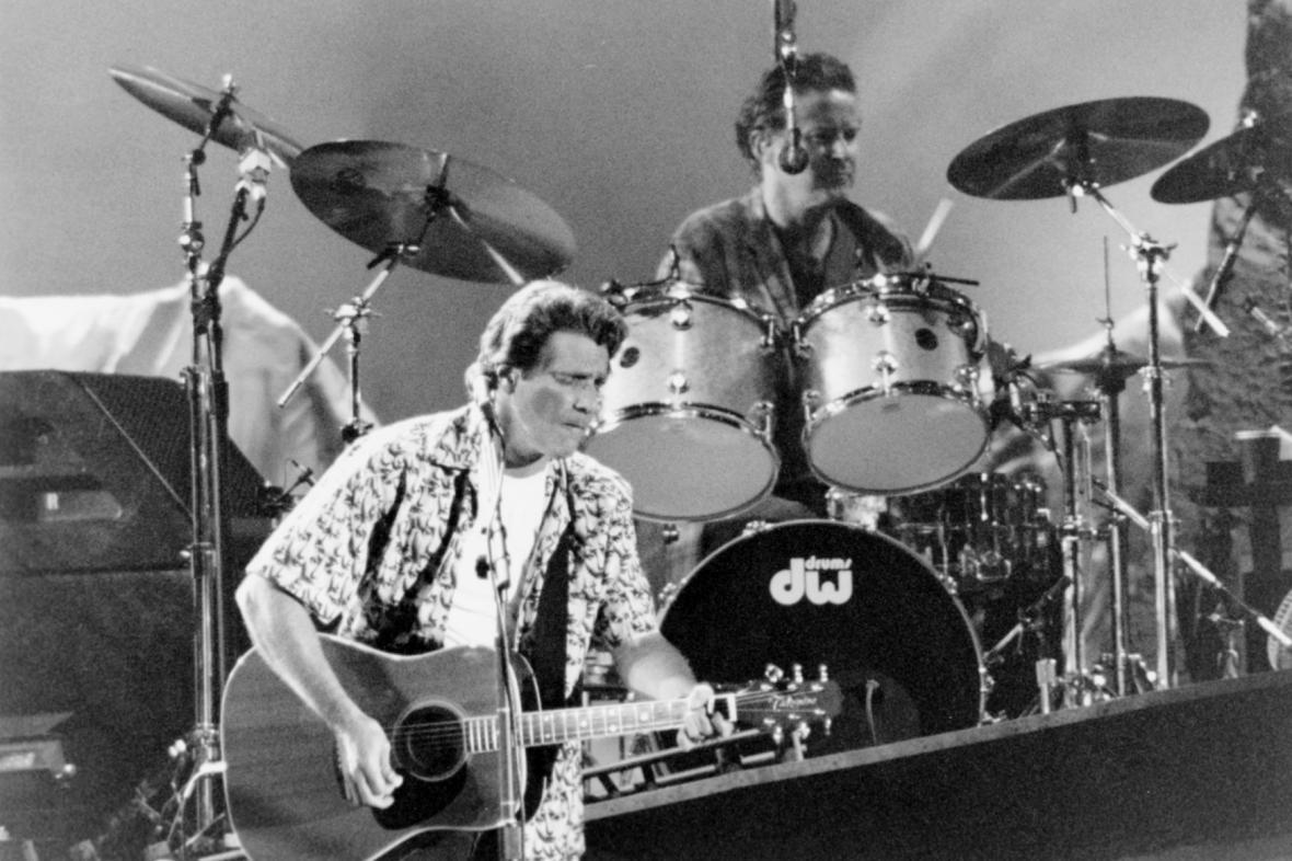 Glenn Frey na archivním snímku z koncertu v Torontu v roce 1994