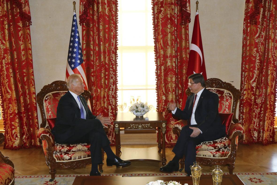 Joe Biden s Ahmetem Davutoglem