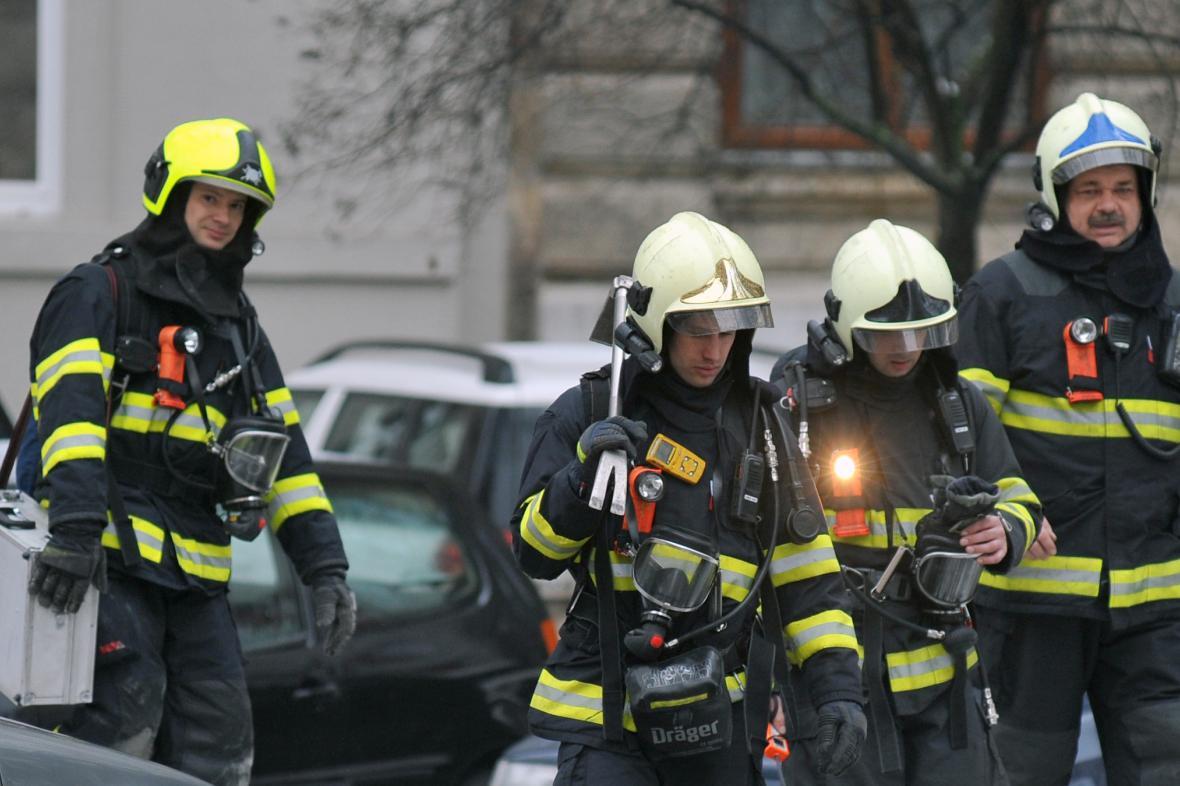 Kvůli explozi hasiči evakuovali pět set lidí