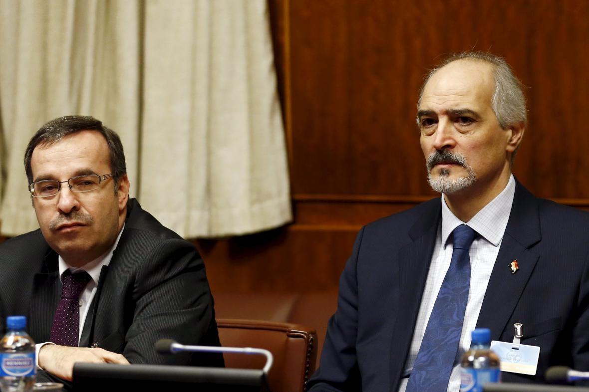 Bašár Džaafarí (vpravo) během jednání v Ženevě