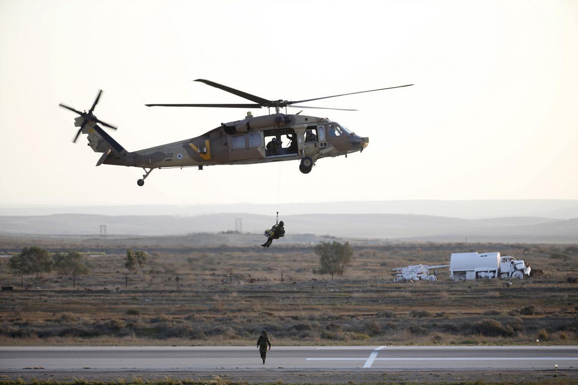 Izraelské vzdušné síly používají americké vrtulníky Black Hawk