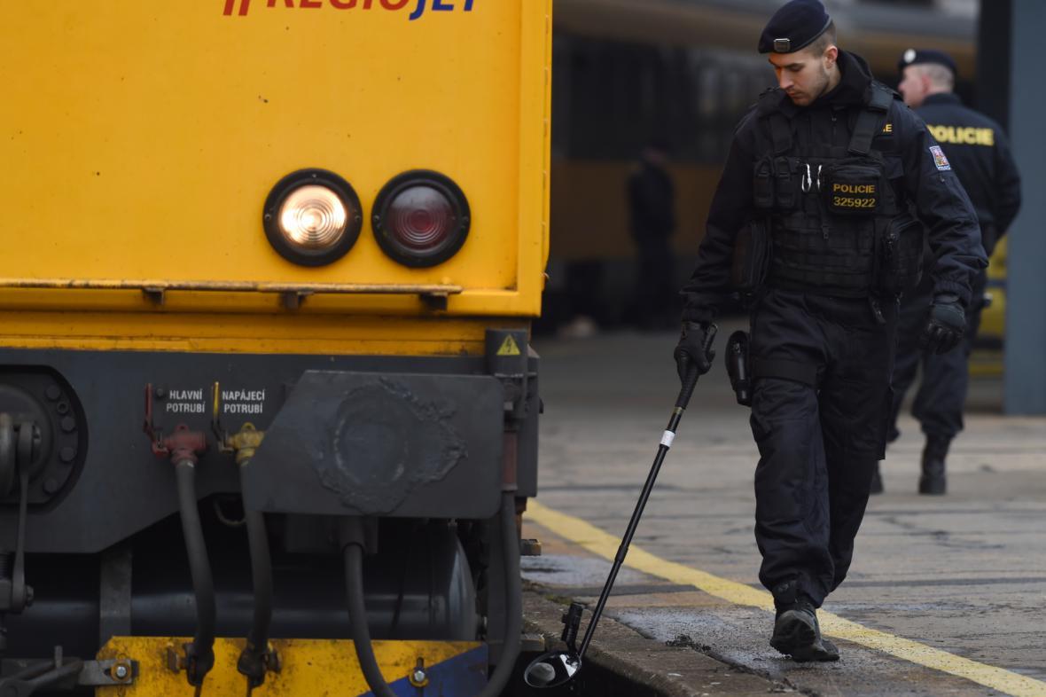 Pyrotechnická kontrola vlaku