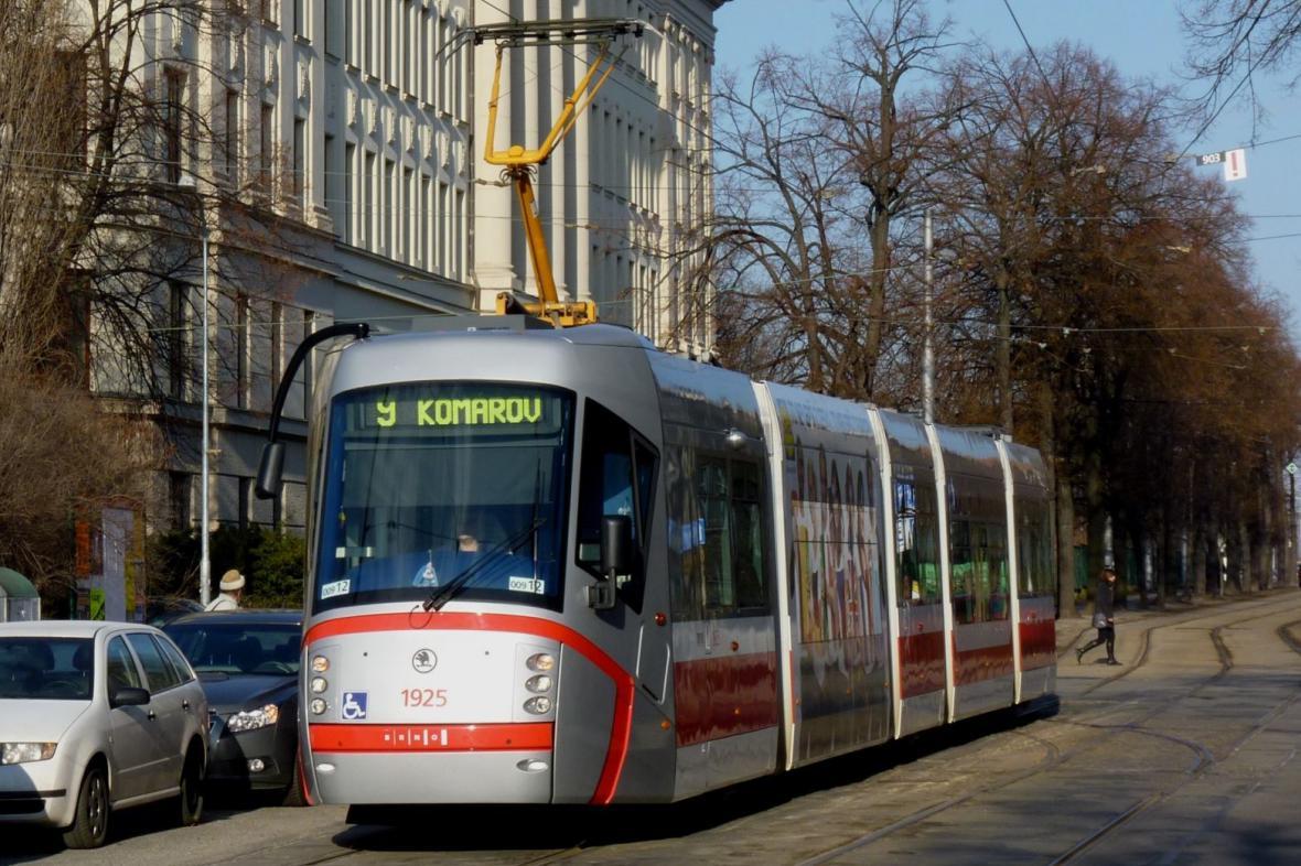 Tramvaj T13 v ulicích Brna