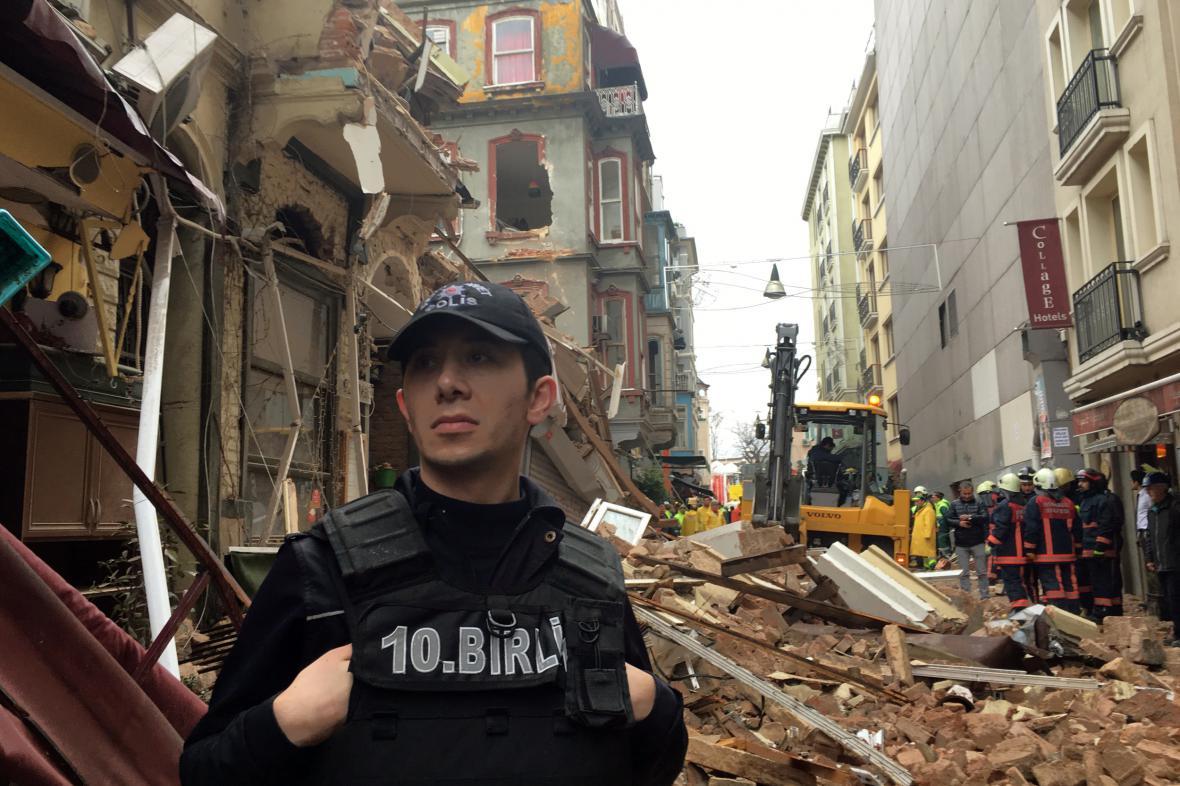 V centru Istanbulu se zřítily dvě budovy