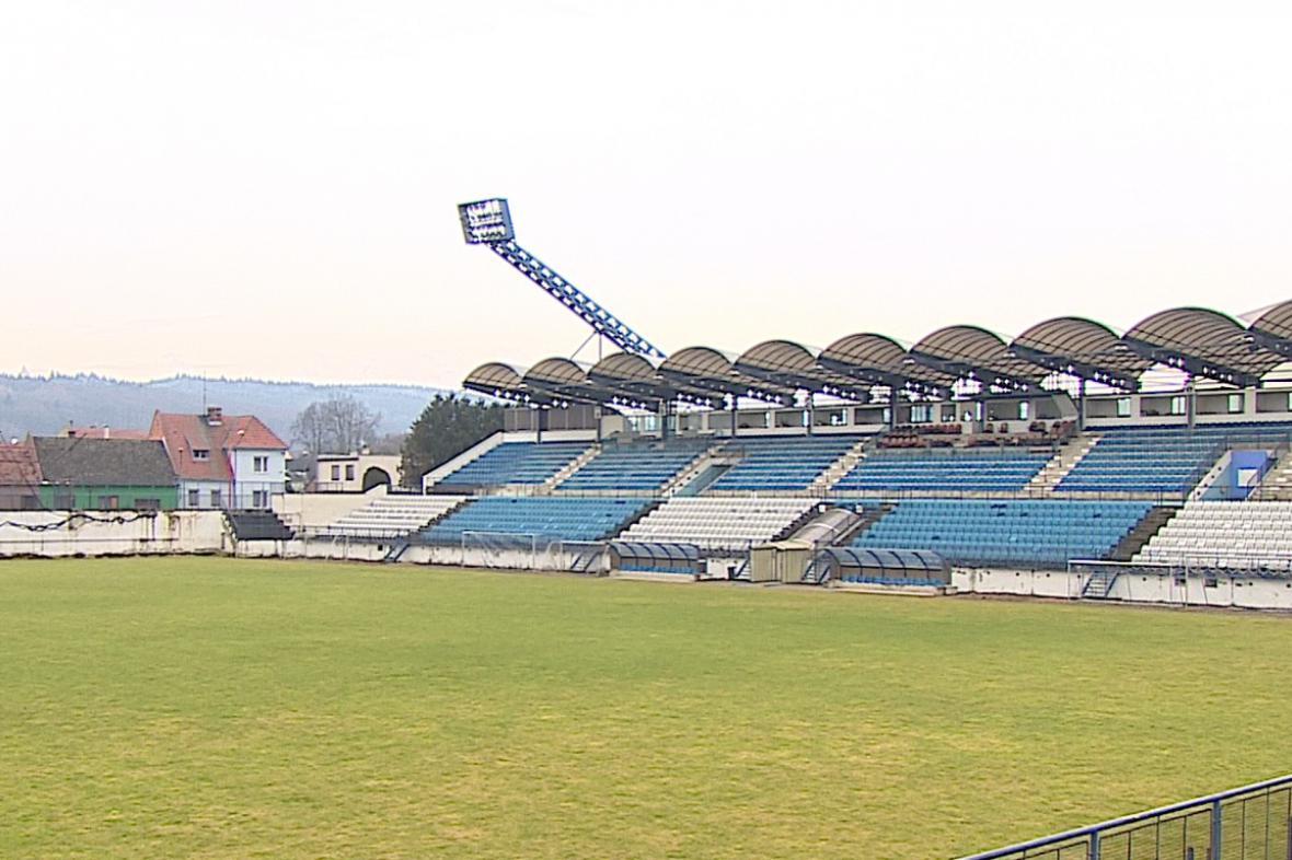 Chátrající stadion v Drnovicích
