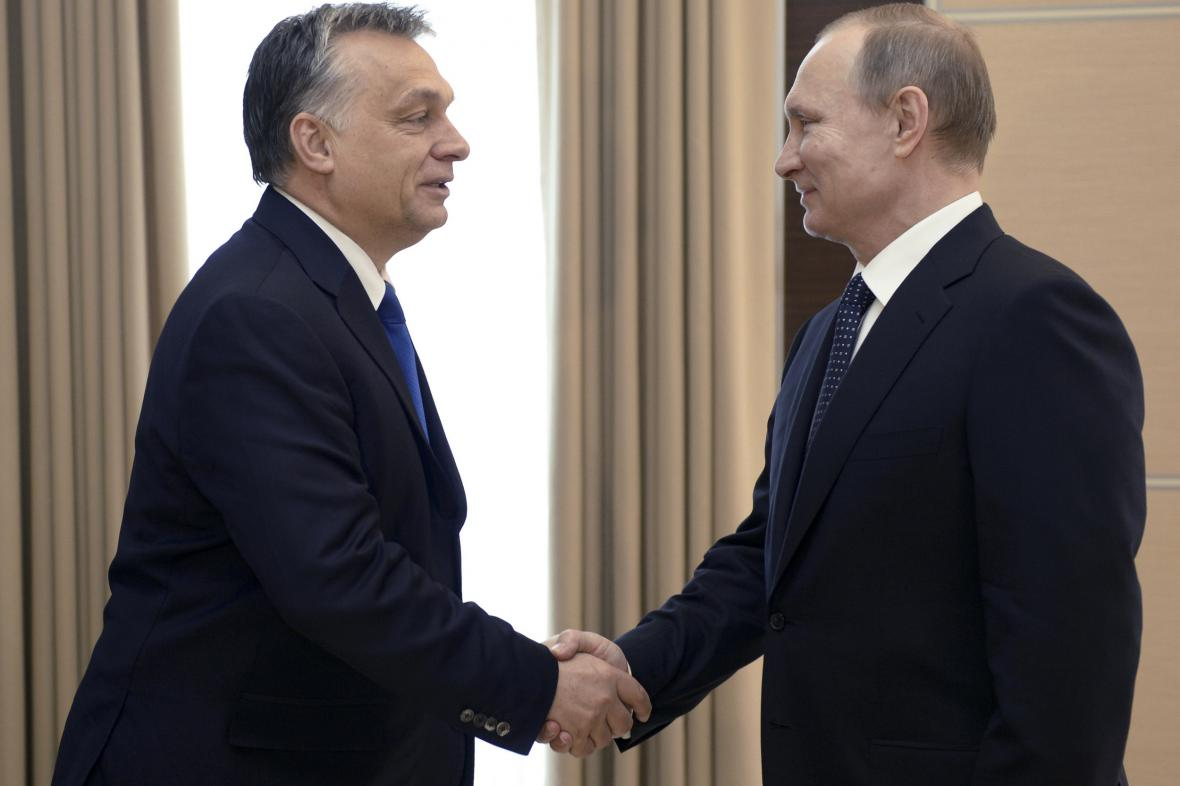 Vladimir Putin vítá Viktora Orbána v Moskvě