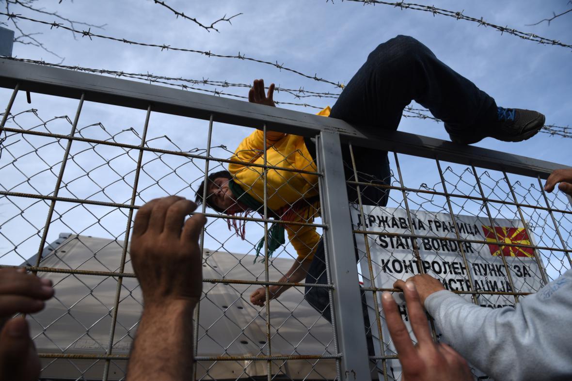 Migranti na řecko-makedonské hranici