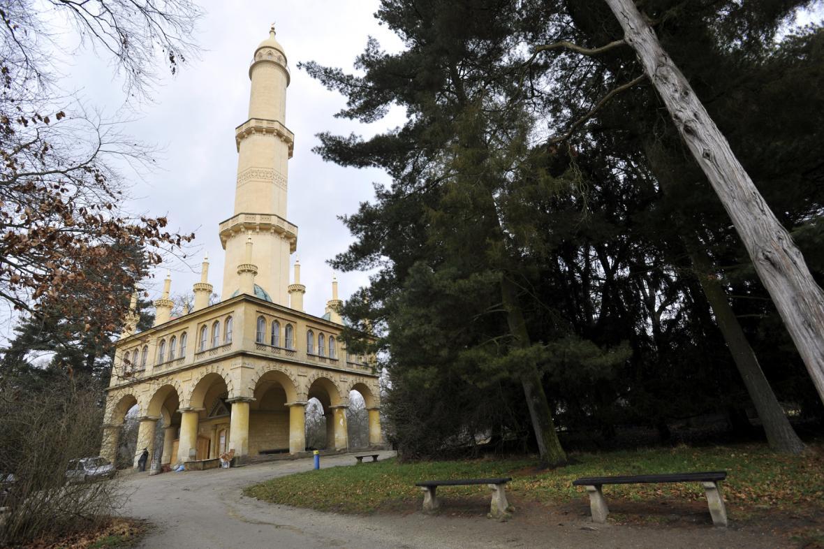 Opravy minaretu v Lednicko-valtickém areálu pokračují