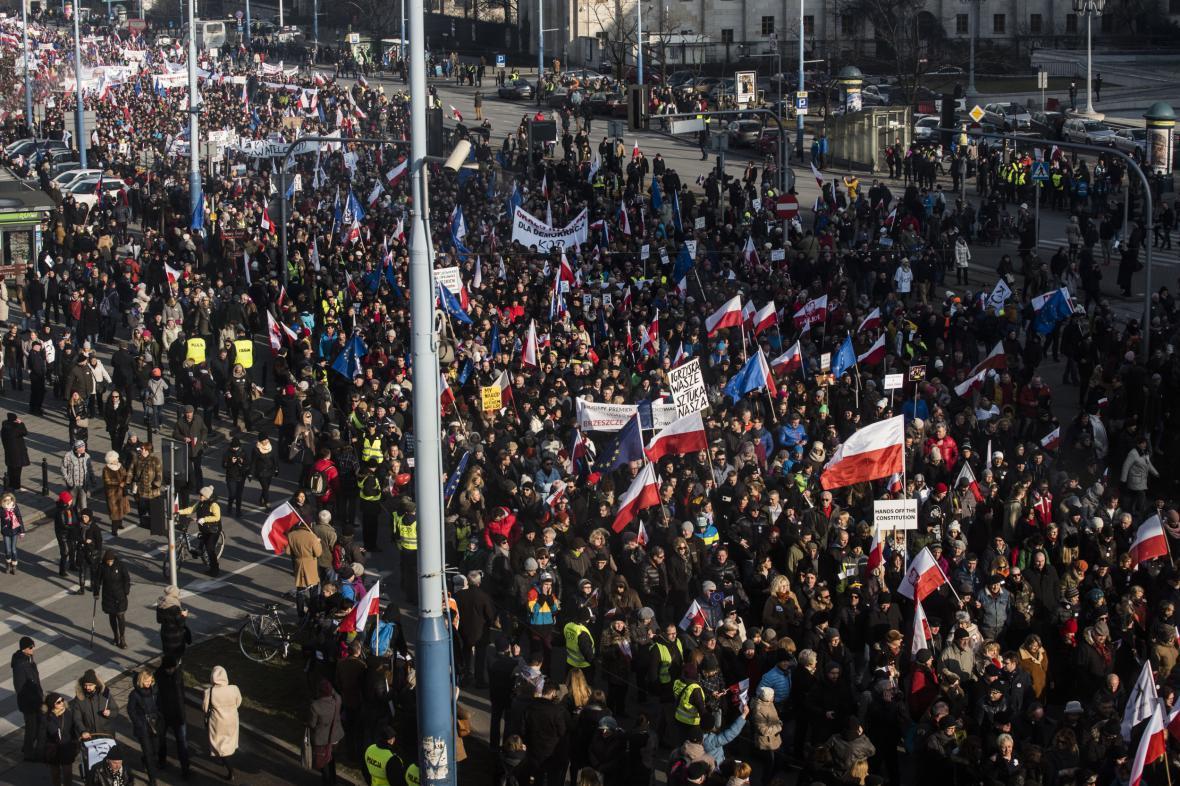 Demonstrace proti vládě PiS ve Varšavě