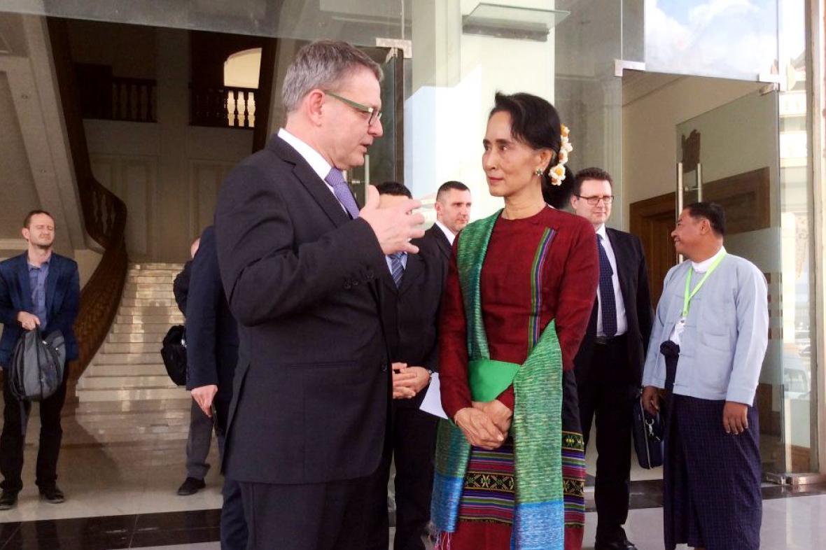 Lubomír Zaorálek s barmskou opoziční vůdkyní Su Ťij