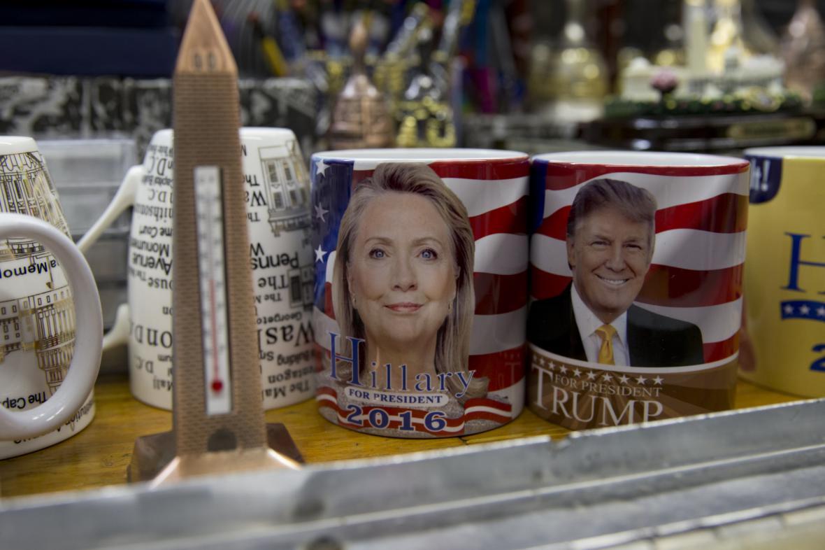 Clintonová a Trump - dle průzkumů se utkají nejen o přízeň kupujících