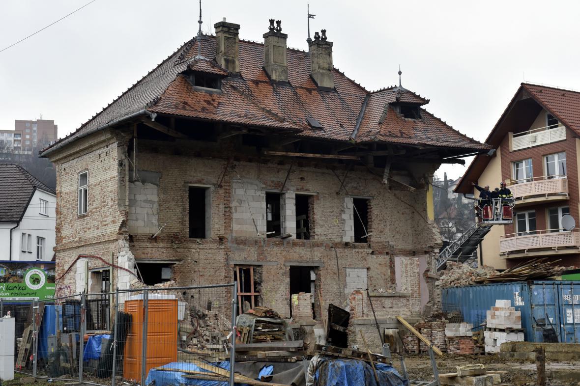 Poškozený dům v Sokolské ulici