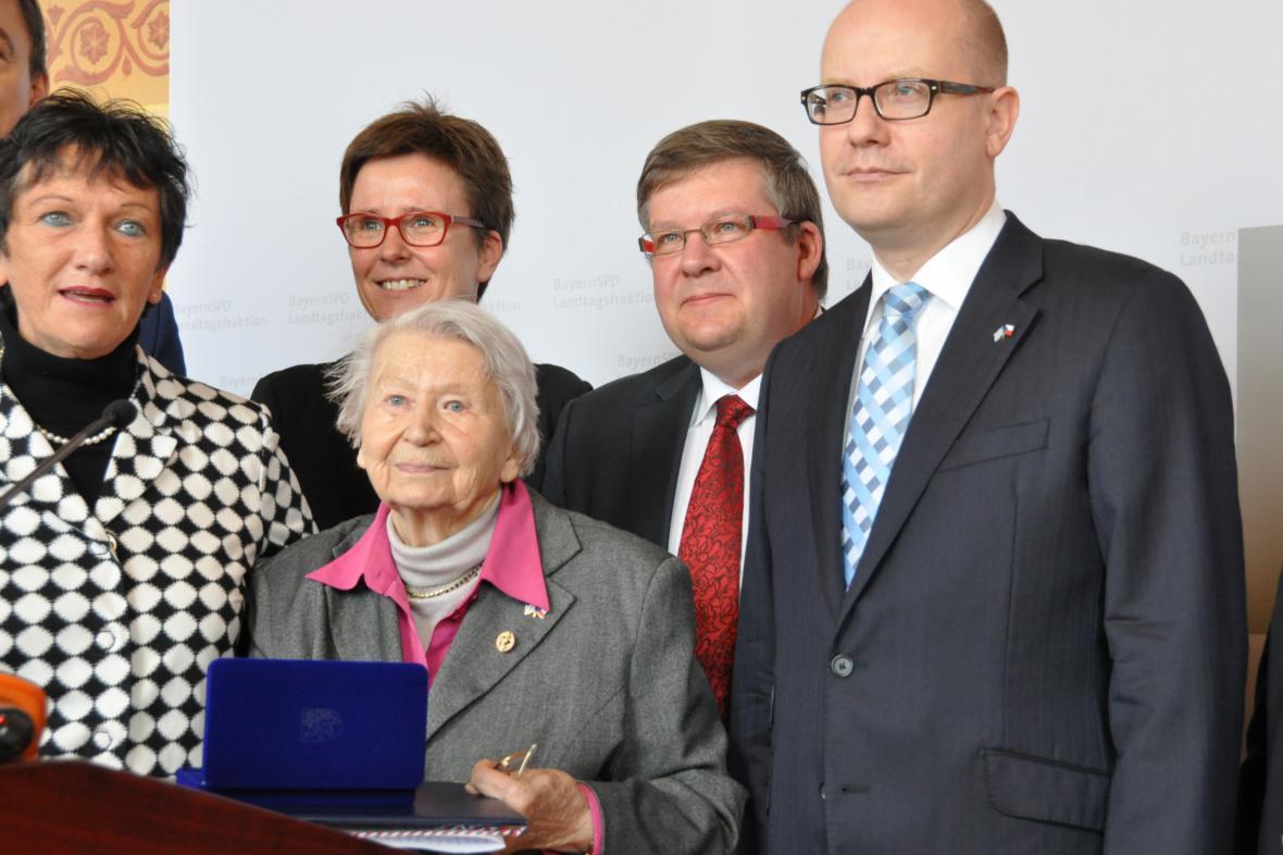 Premiér předal vyznamenání Olze Sipplové