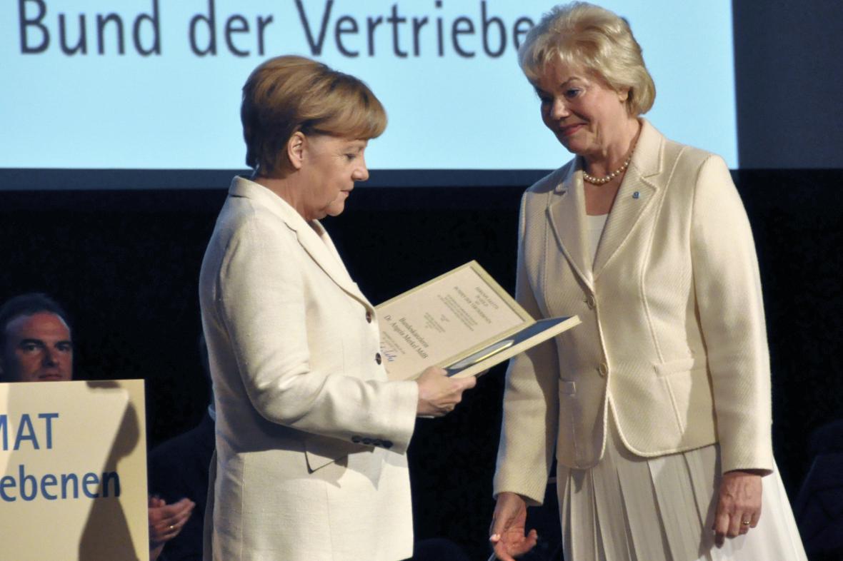 Angela Merkelová s Erikou Steinbachovou (obě CDU)