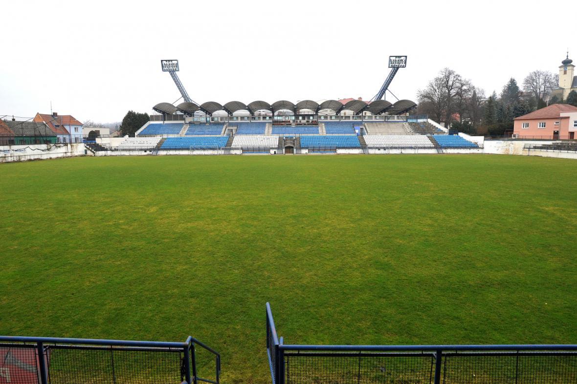 Stadion v Drnovicích už několik let chátrá