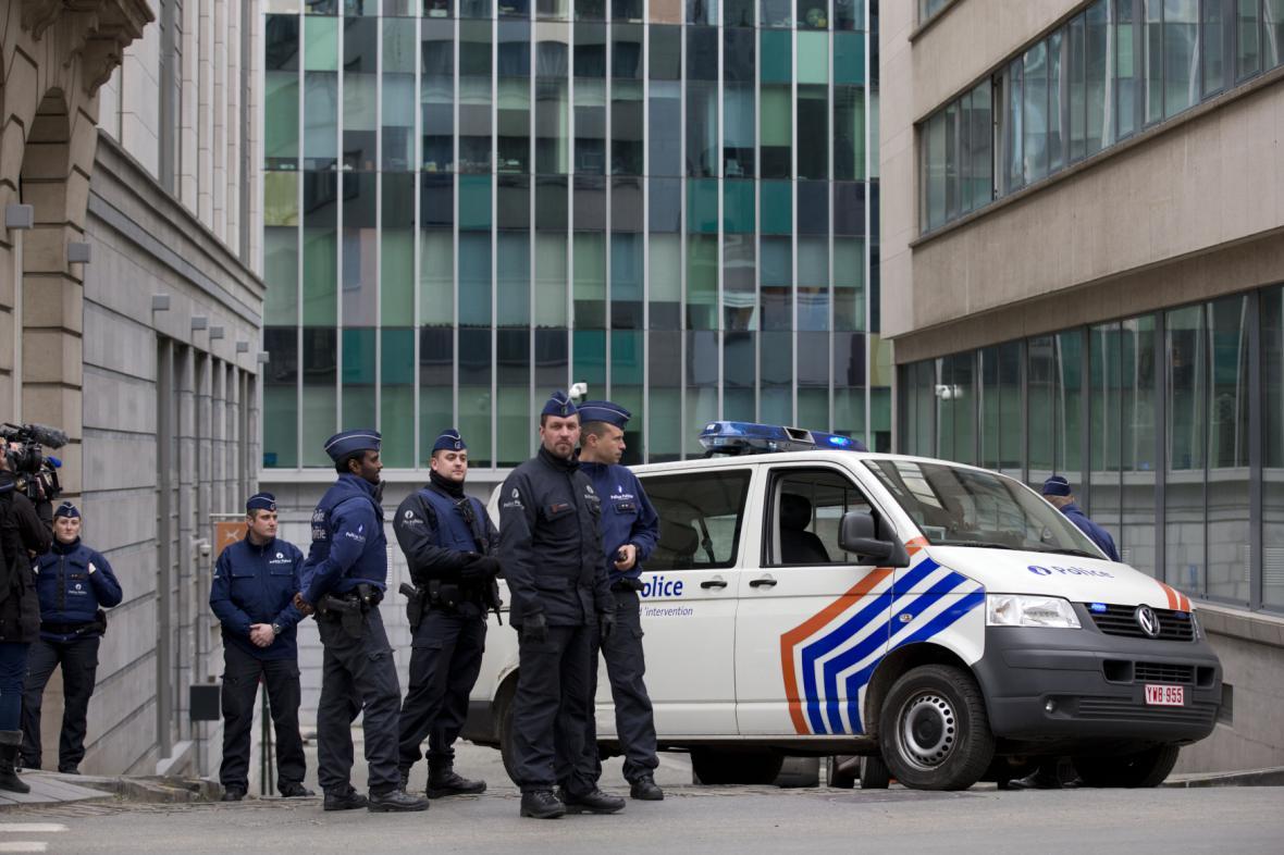 Hlídky před policejní ústřednou v Bruselu